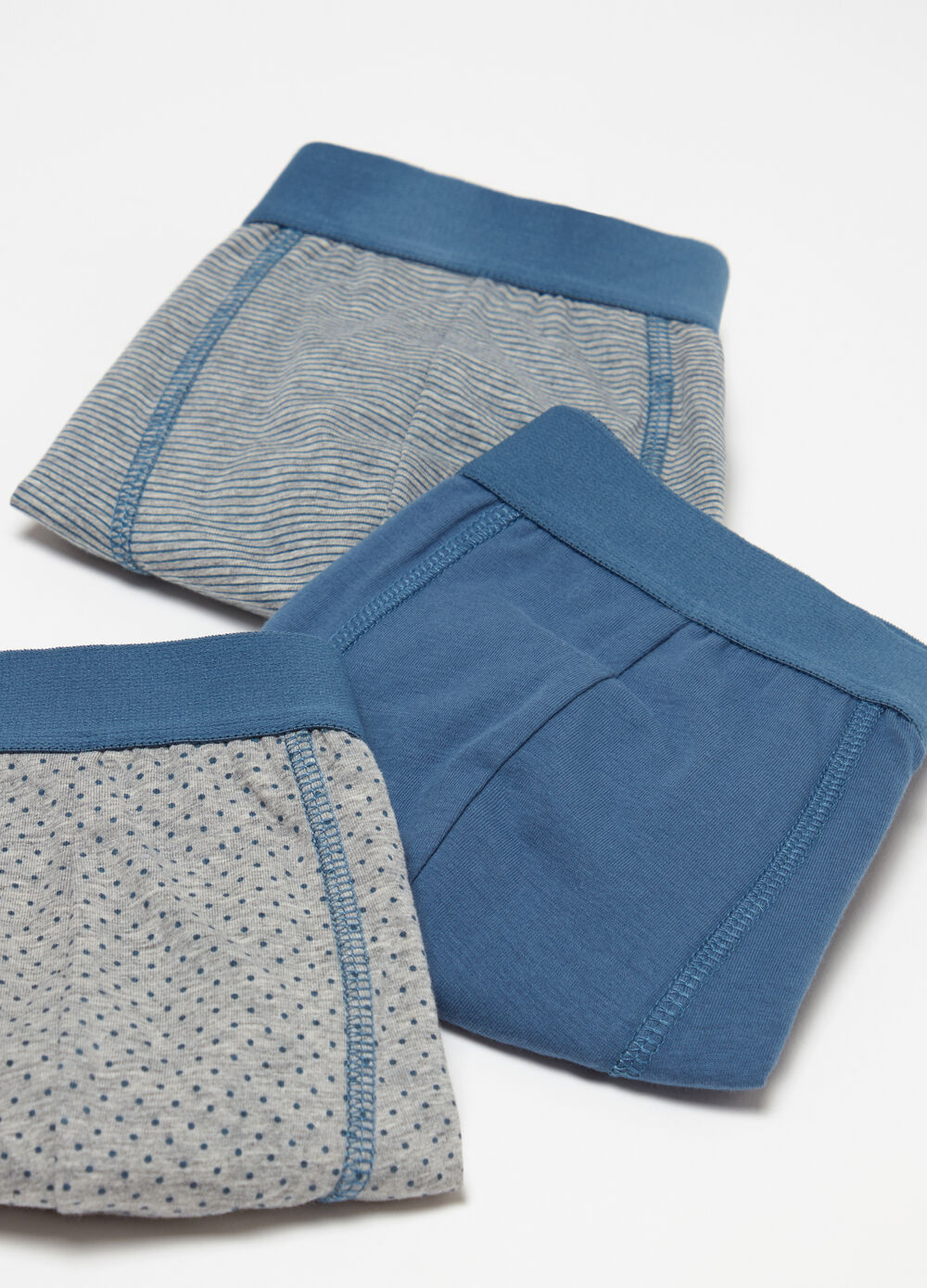 Three-pack boxer shorts with internal elastic and pattern