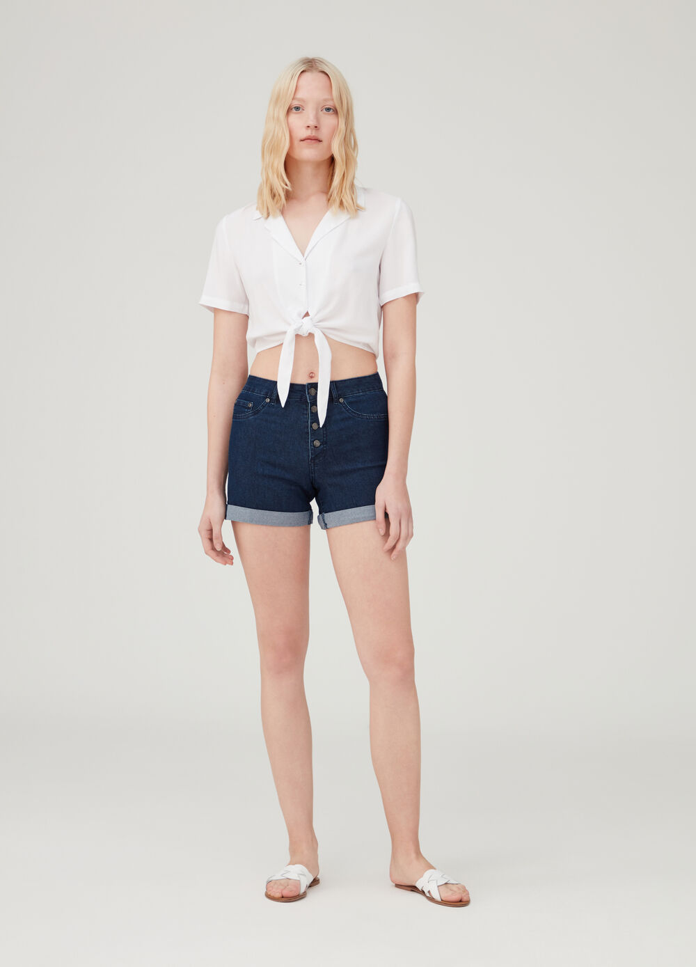 Denim shorts with high waist and five pockets