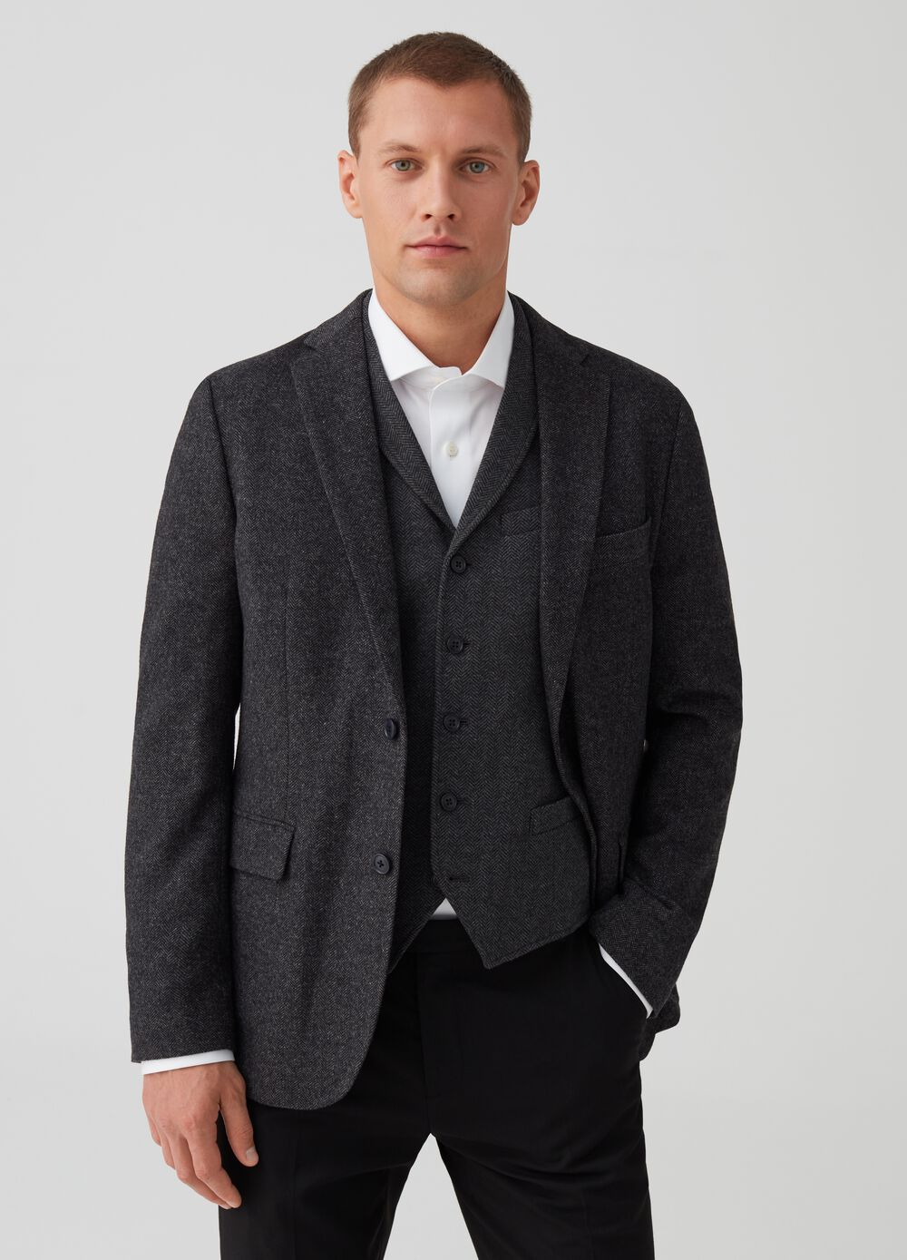 Two-button jacket with pockets and herringbone pattern