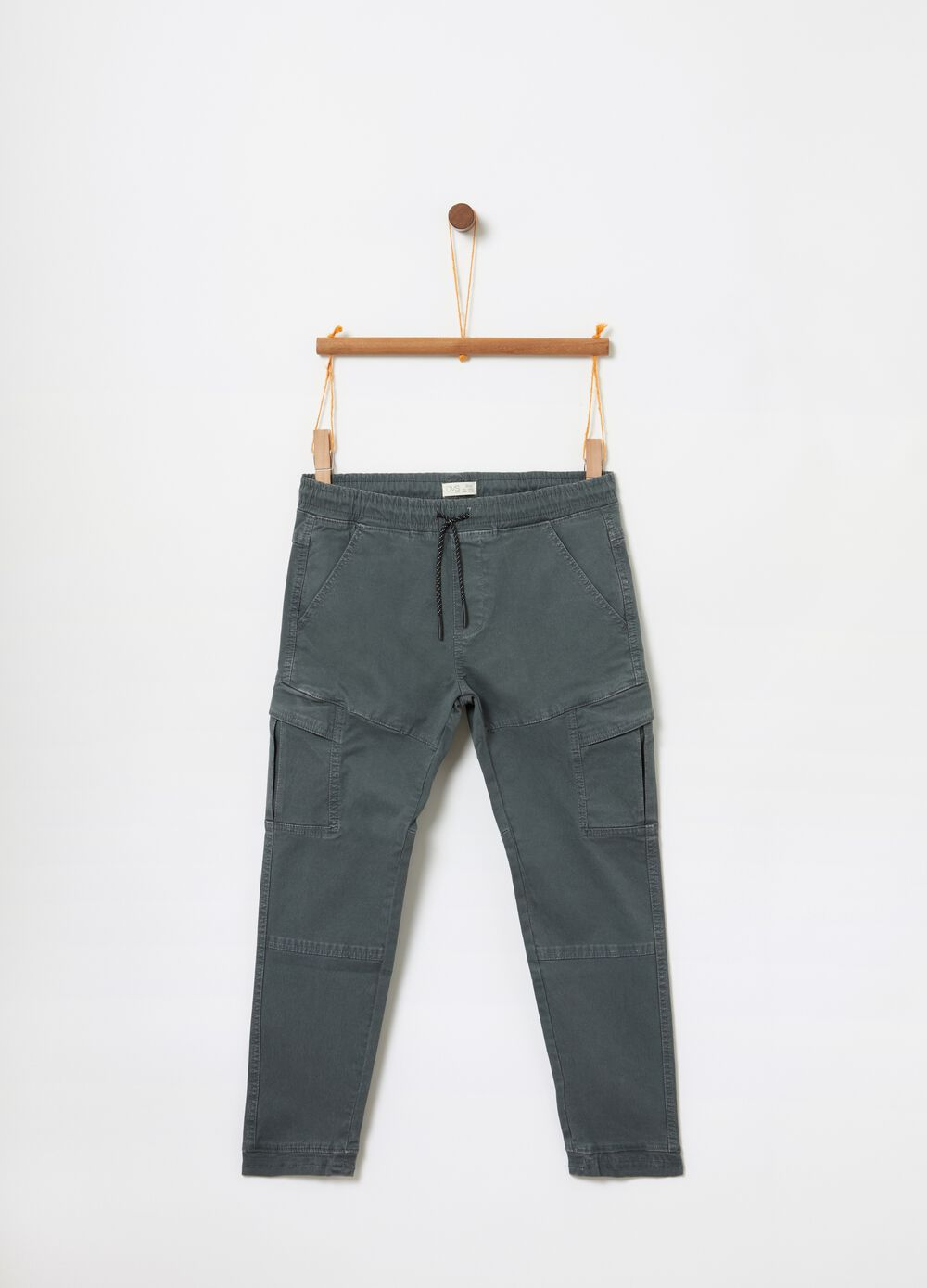 Jogger trousers with drawstring and cargo pockets