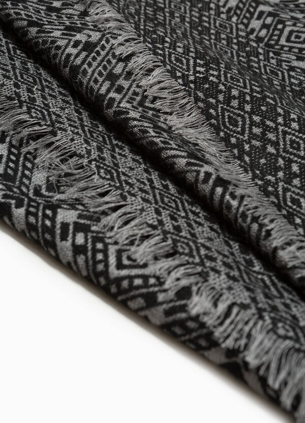 Geometric patterned jacquard scarf