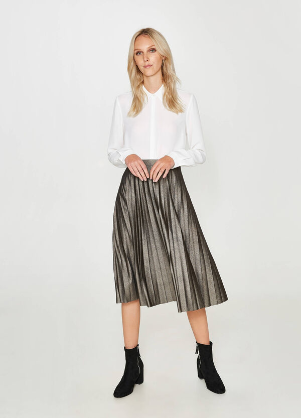 Shiny pleated longuette skirt