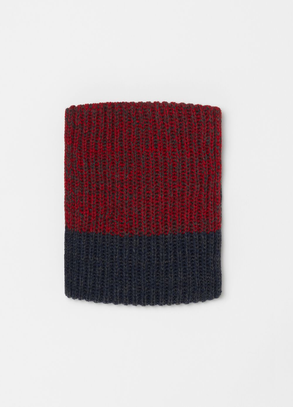Two-tone knitted scarf