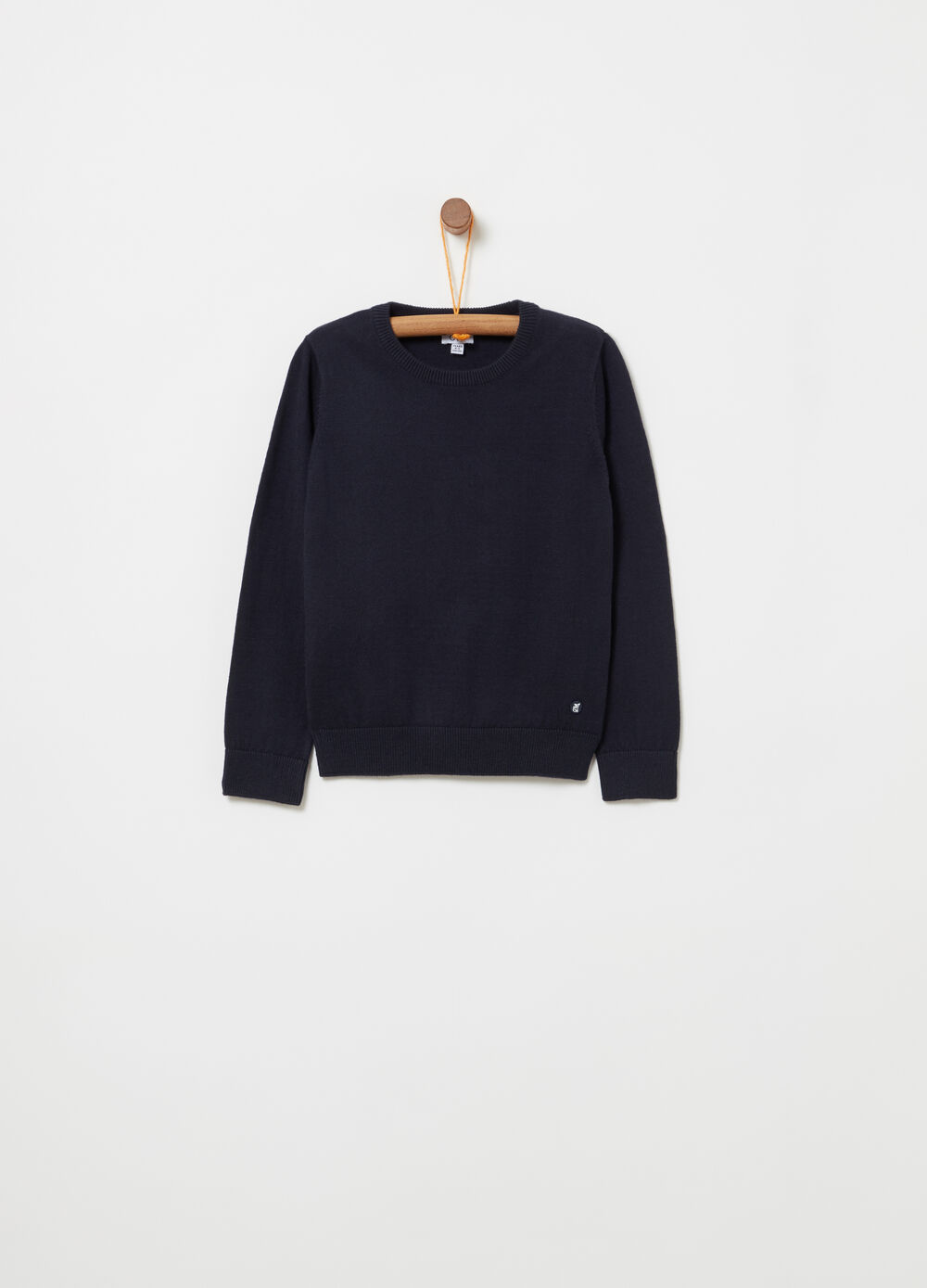 Ribbed pullover with rubber label
