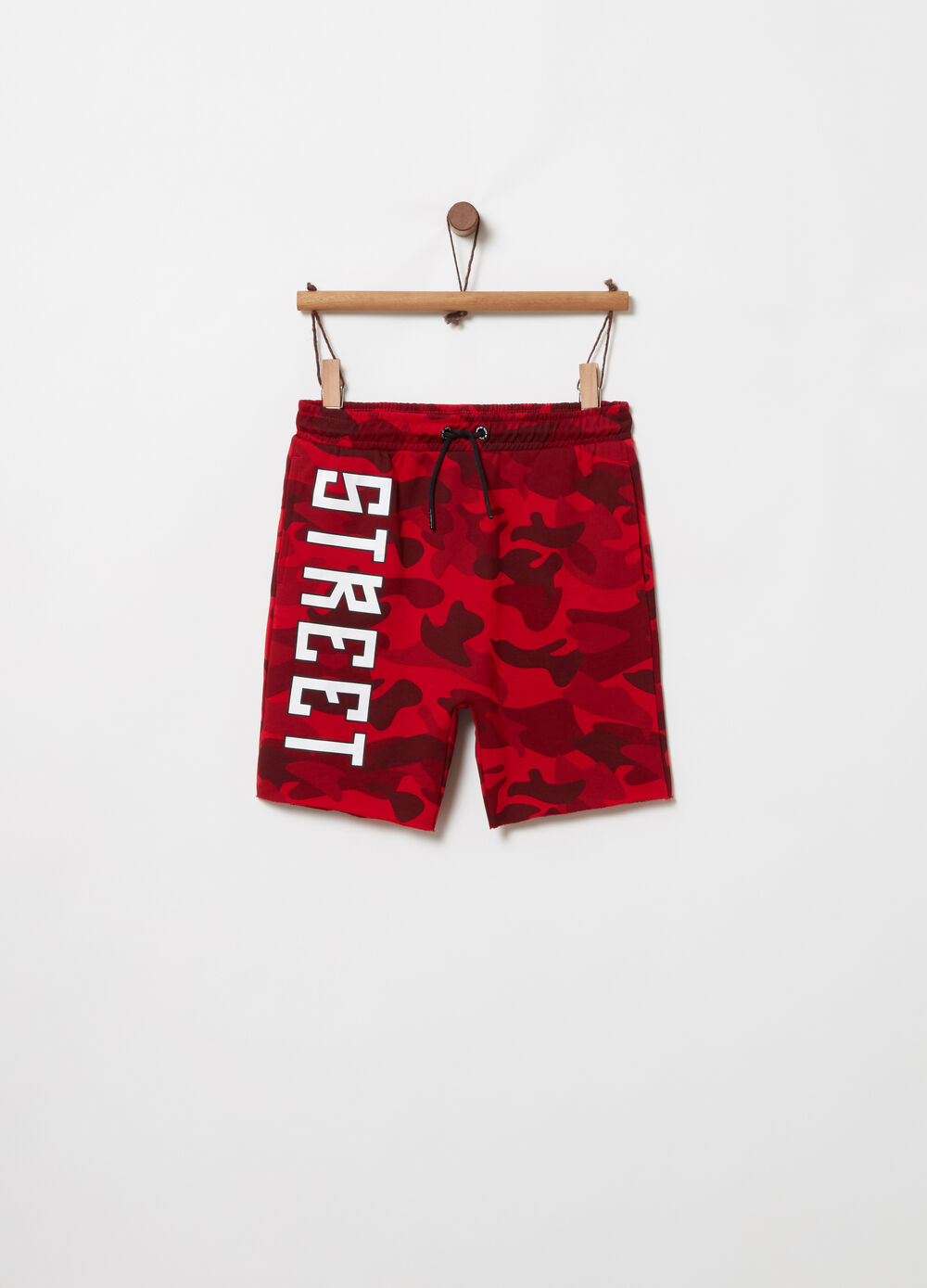 Loose-fit shorts with camouflage print