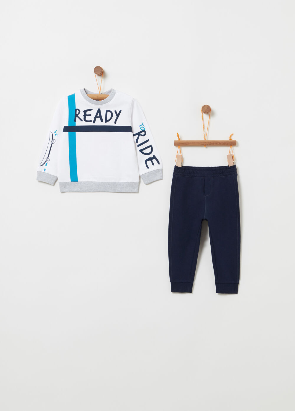 Tracksuit with trousers and sweatshirt with lettering
