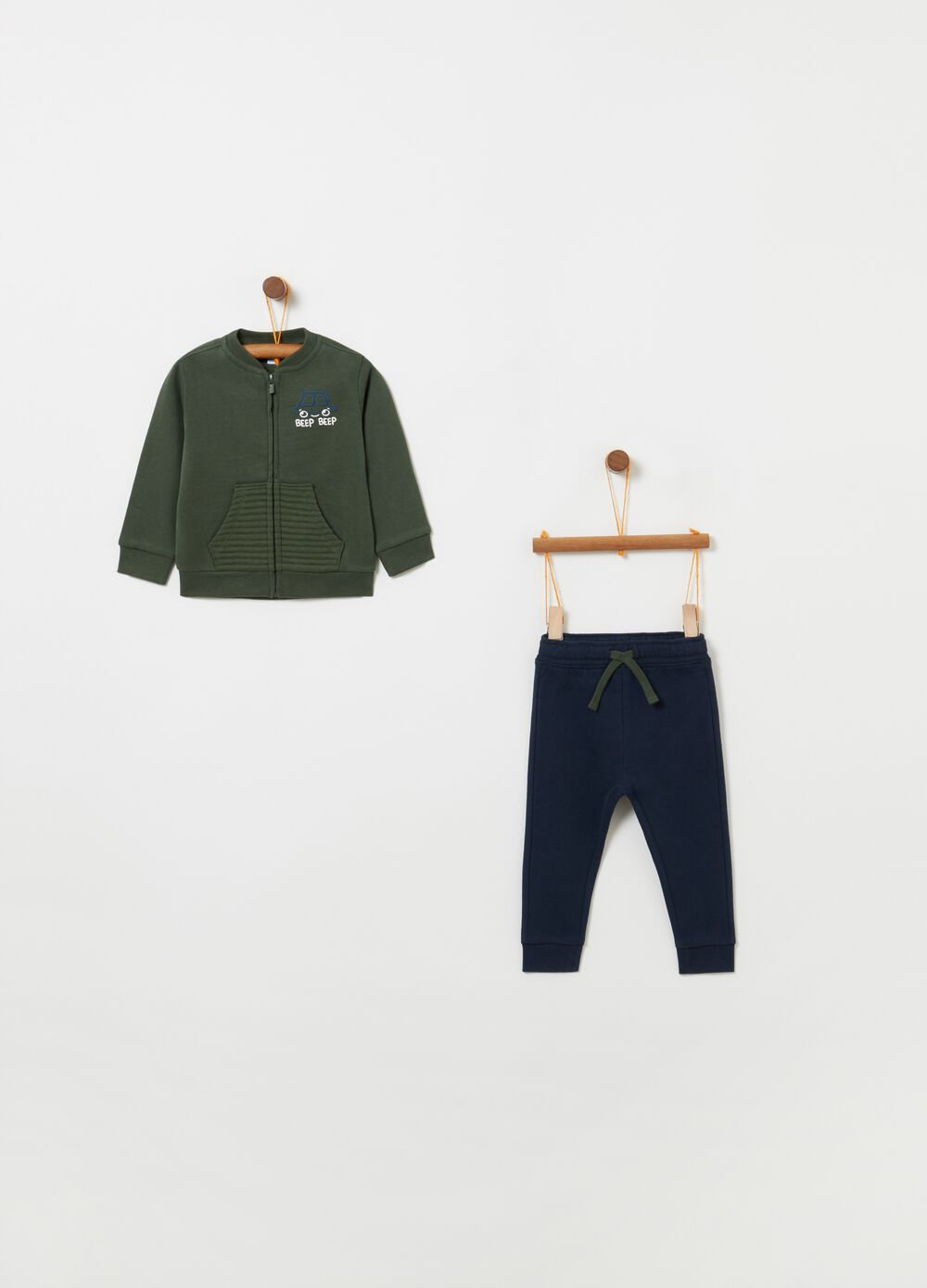 Jogging set with top and trousers with drawstring