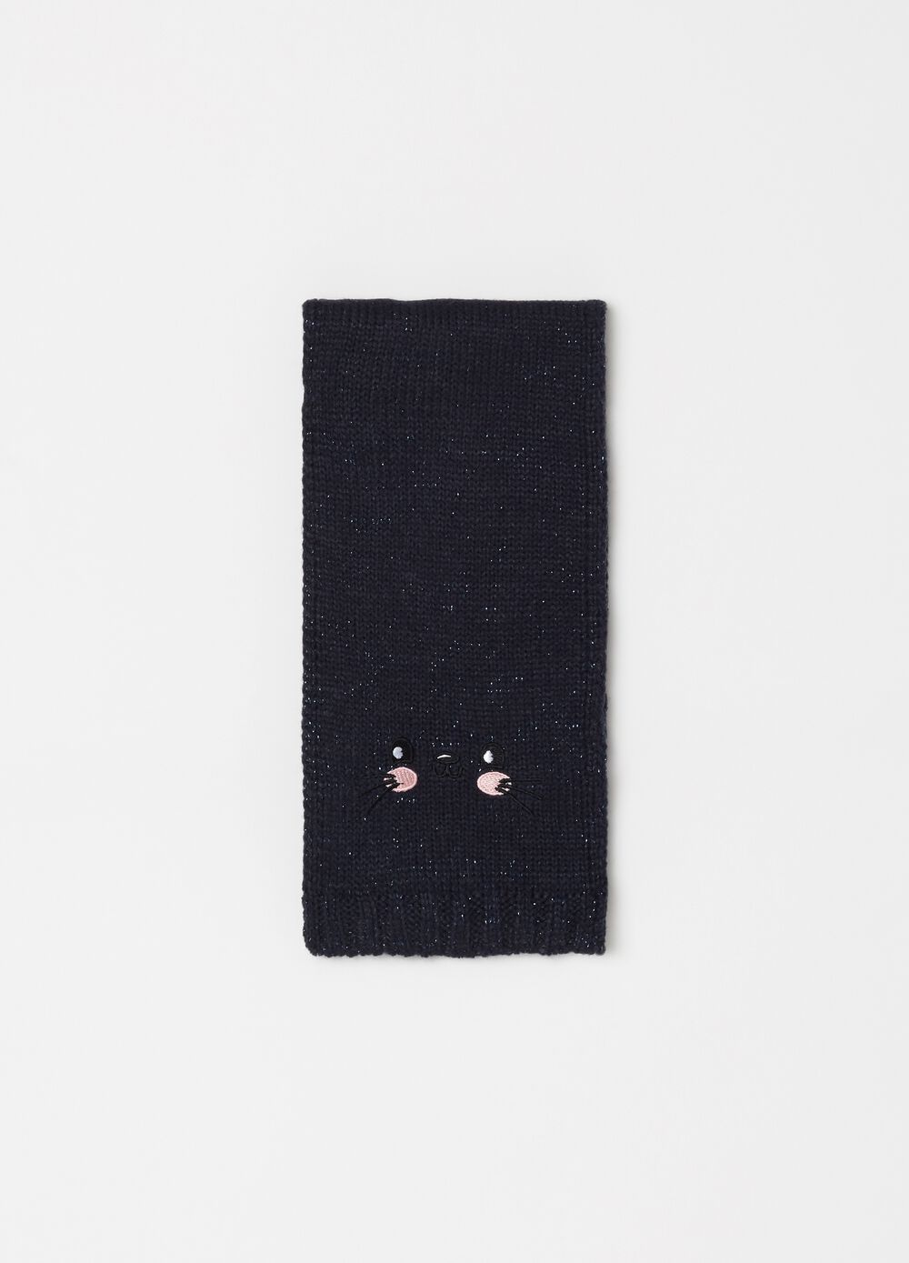 Knitted scarf with embroidery