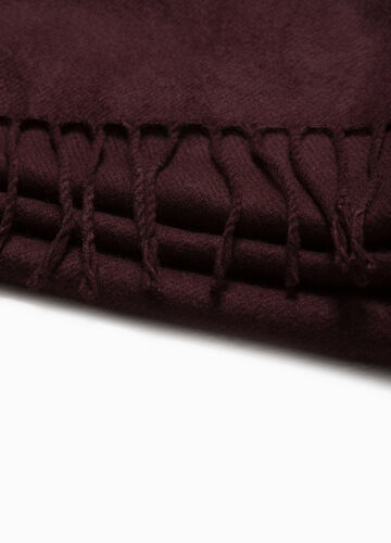 Solid colour scarf with fringe