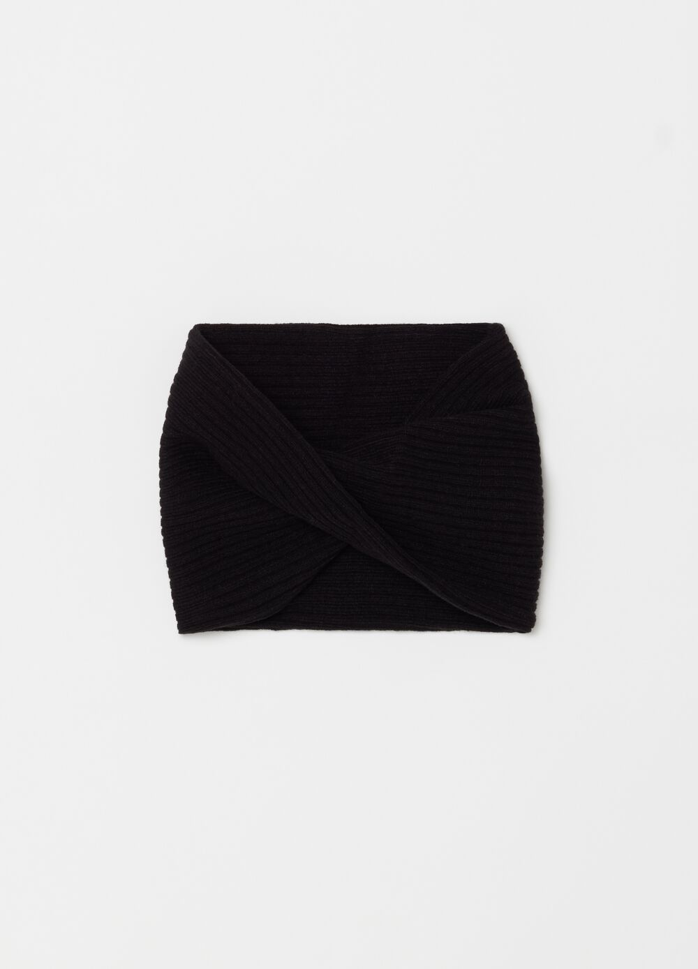 Narrow ribbed knitted neck warmer