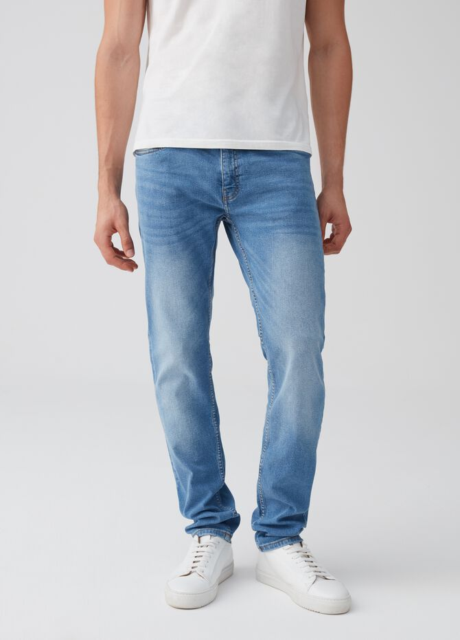 Washed-effect slim-fit stretch jeans with pockets