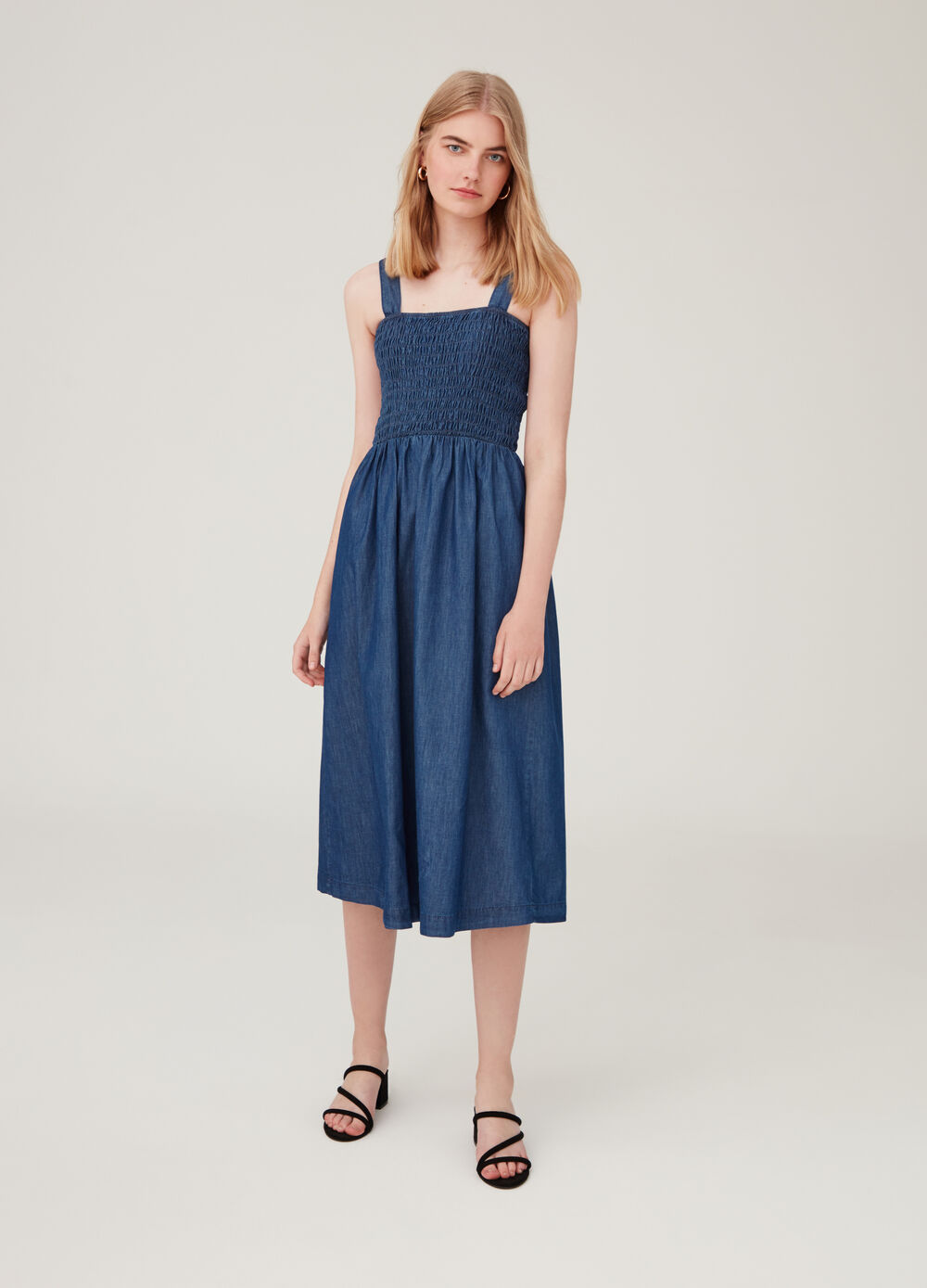 Solid colour sleeveless denim dress.