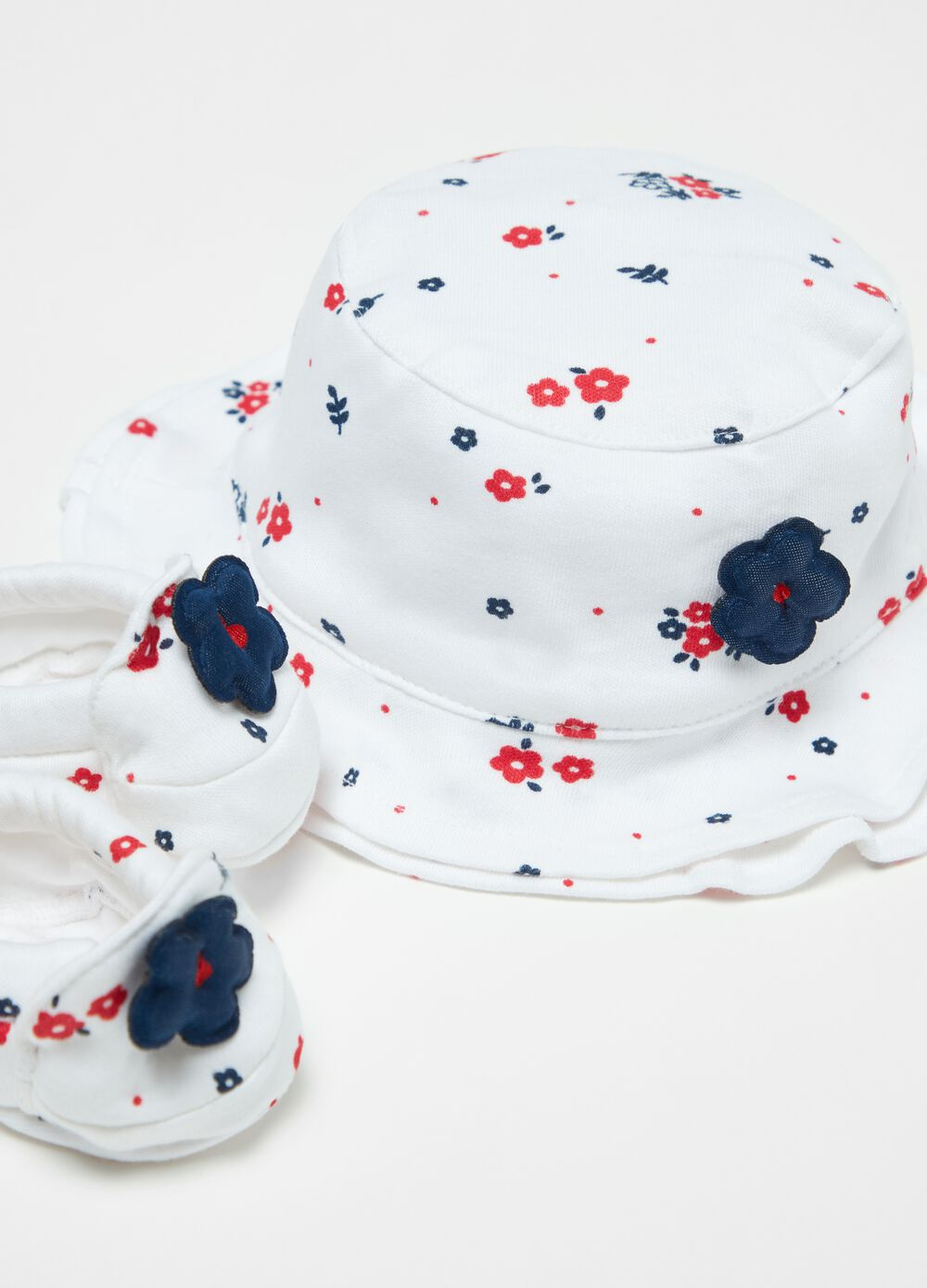 Floral baby hat and shoes set