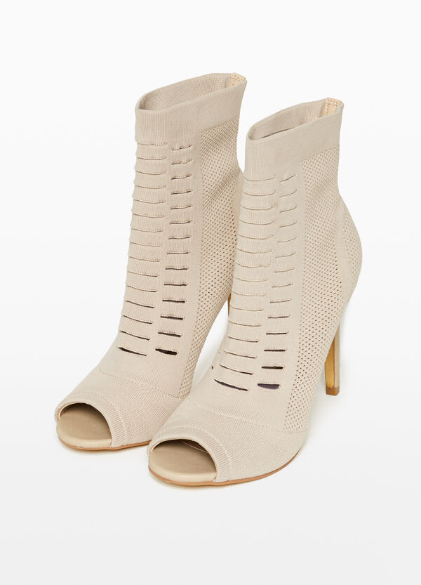 Openwork ankle boots with opening
