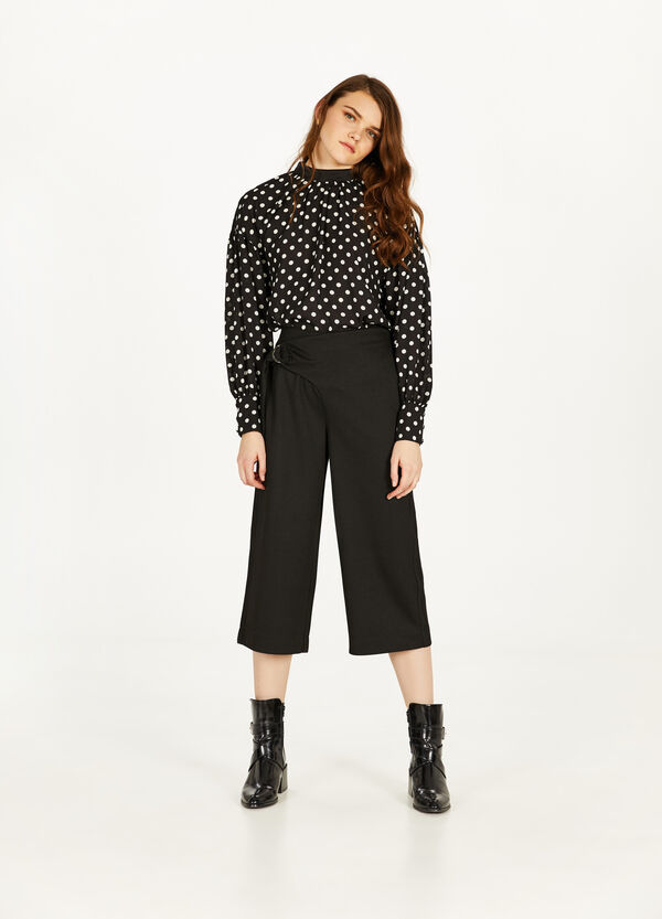 Crop trousers with lace-up tie