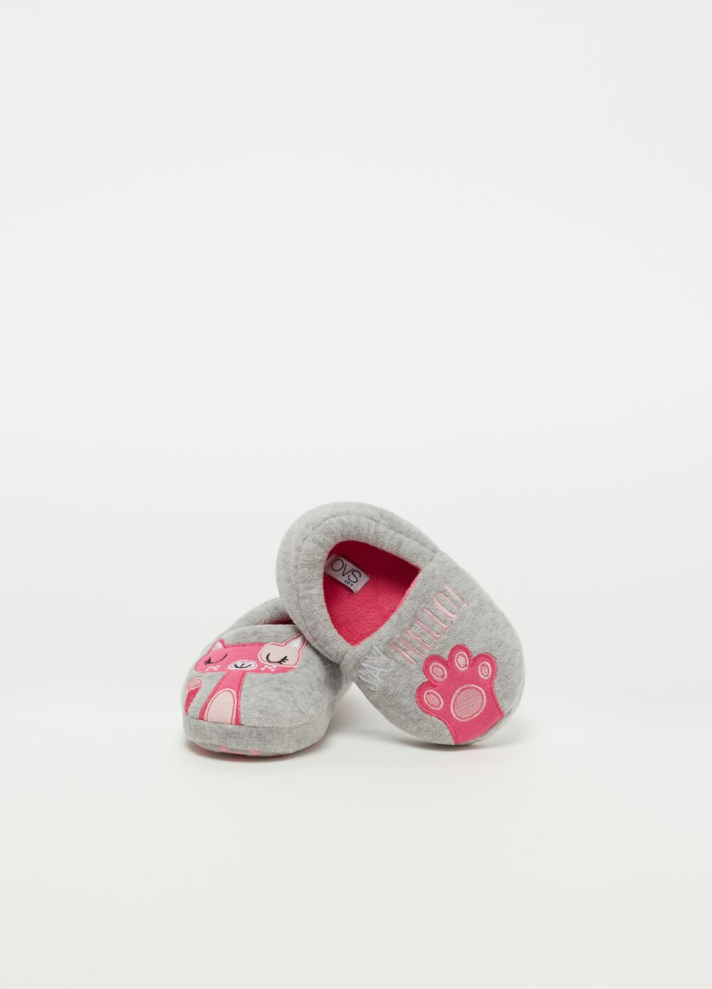 Non-slip slippers with kitten embroidery
