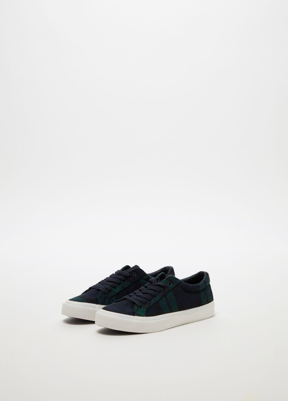 Sneakers with low sole and check pattern