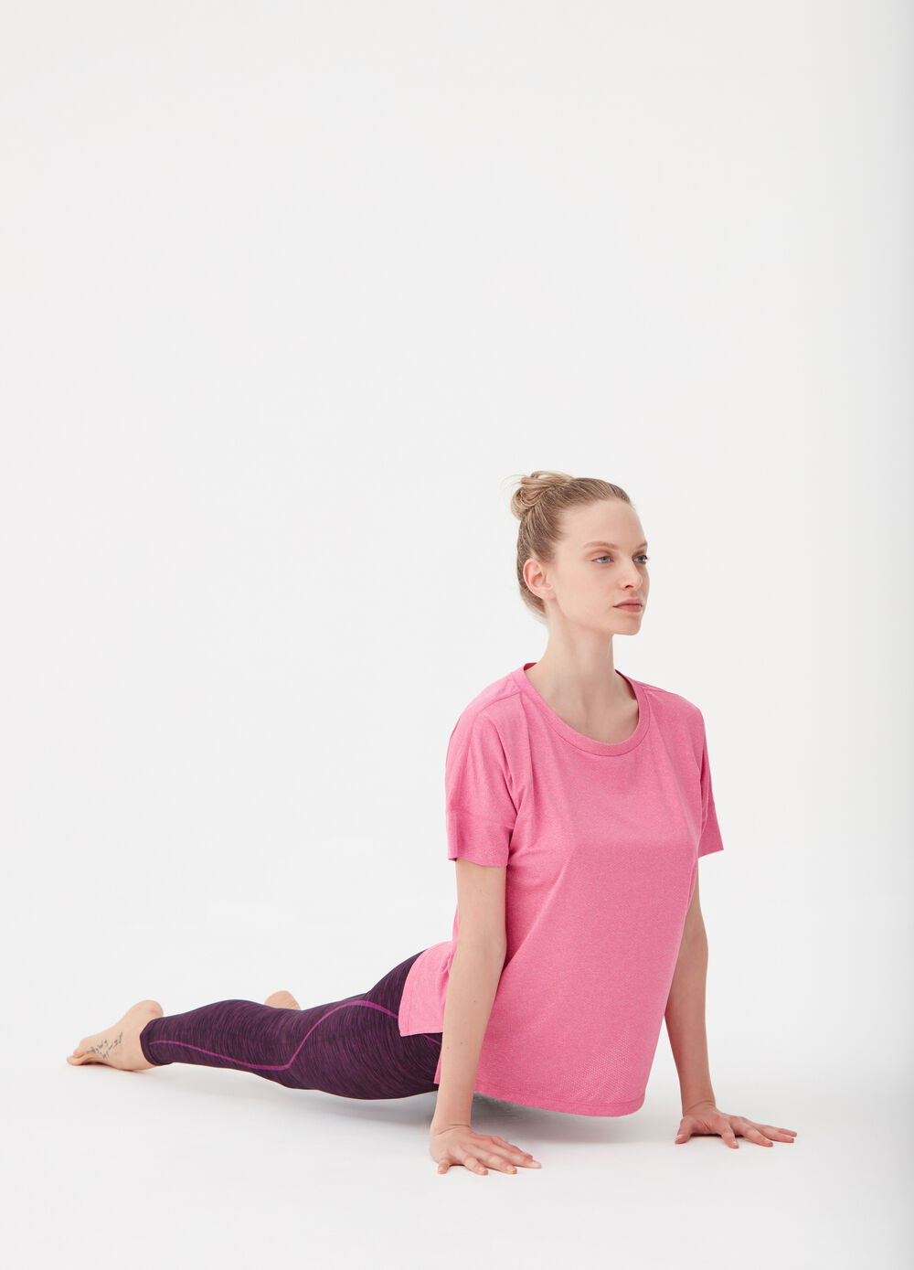 Stretch T-shirt with long sleeves and drop shoulder