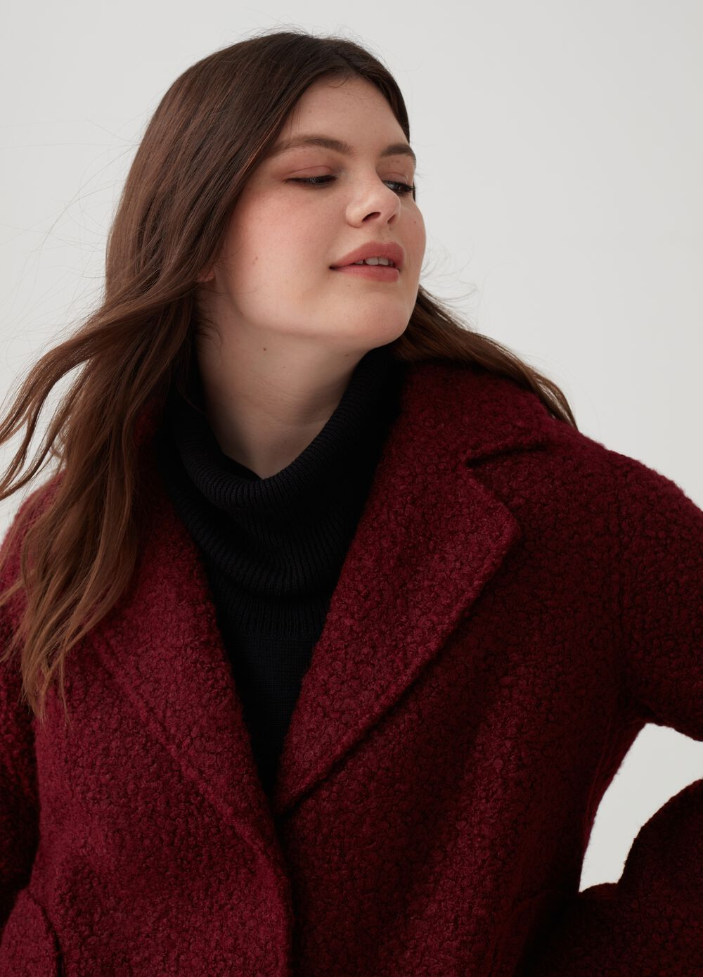 Curvy coat with lapels and bouclé fabric