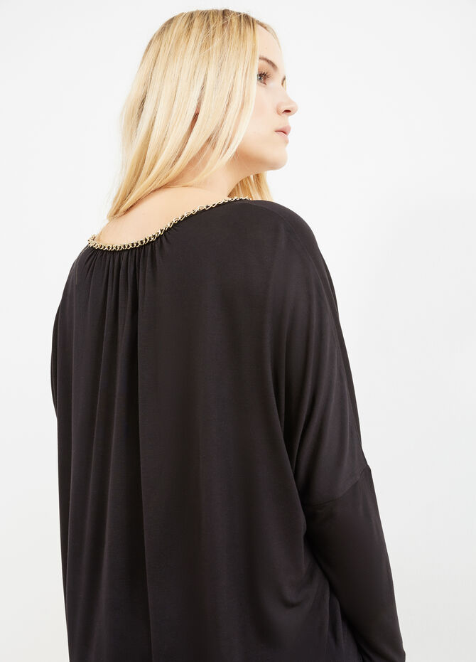 Curvy T-shirt in 100% viscose with chain