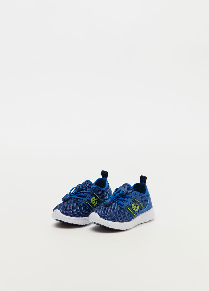 Sneakers with mesh weave and drawstring