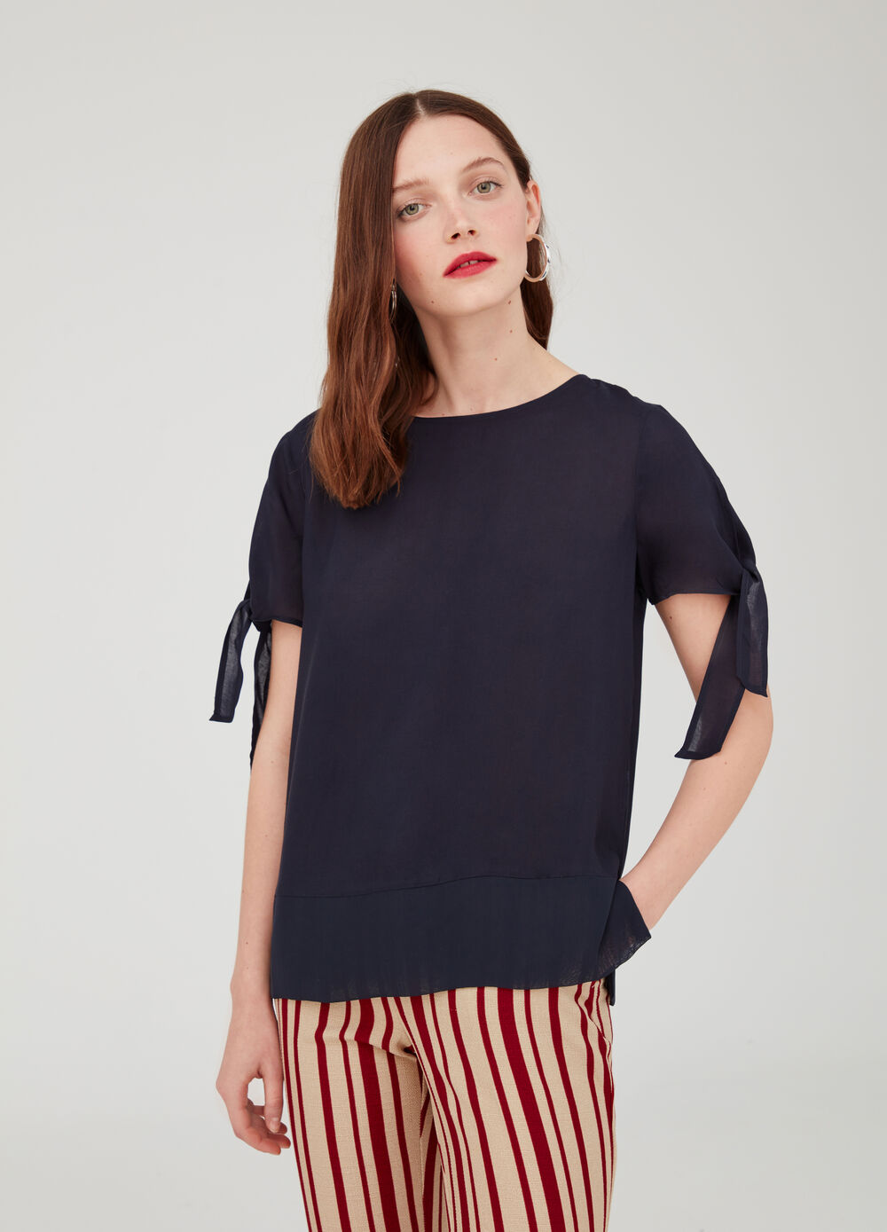 Short-sleeved viscose blouse with laces