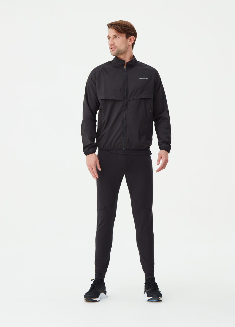 Lightweight jacket with high neck and pockets with zip