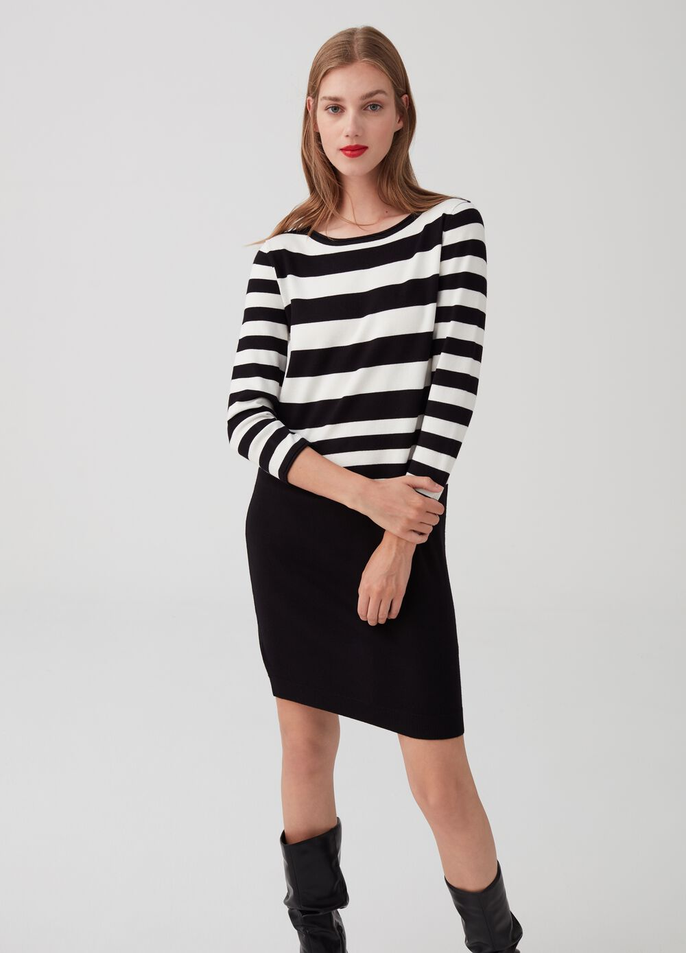 Short dress with three-quarter sleeves and stripes