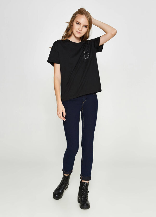 T-shirt in cotton with lace and eyelets