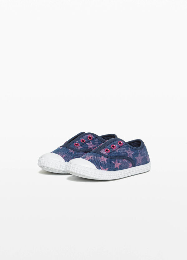 Star patterned ribbed slip-ons