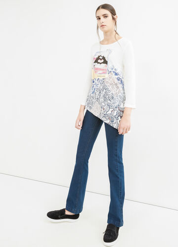 Printed T-shirt with asymmetric hem