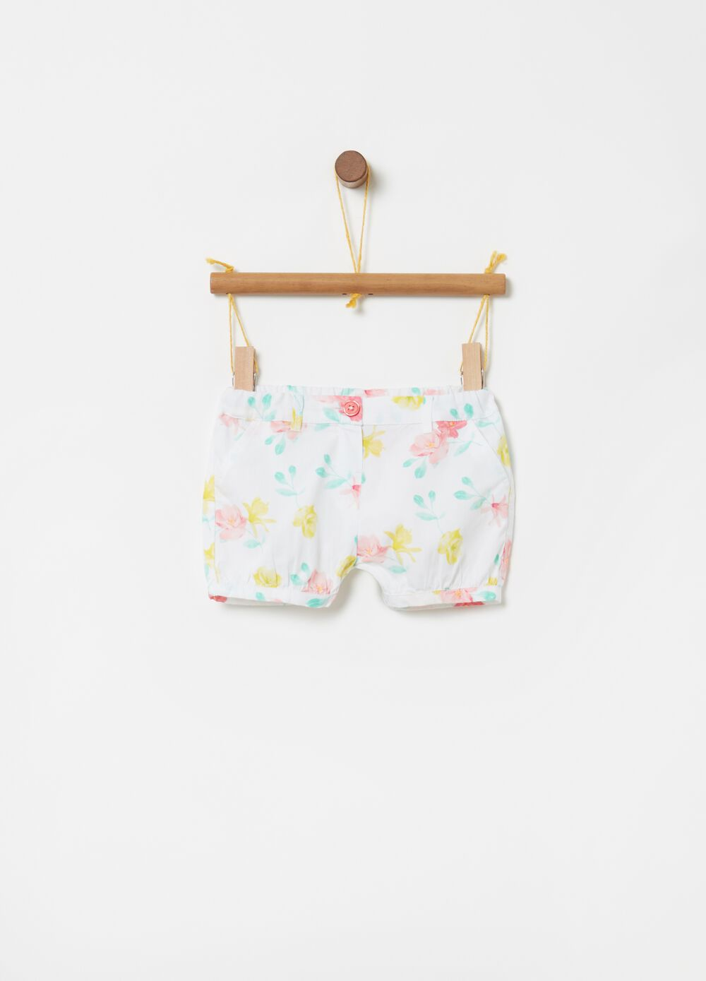 Floral shorts in 100% cotton