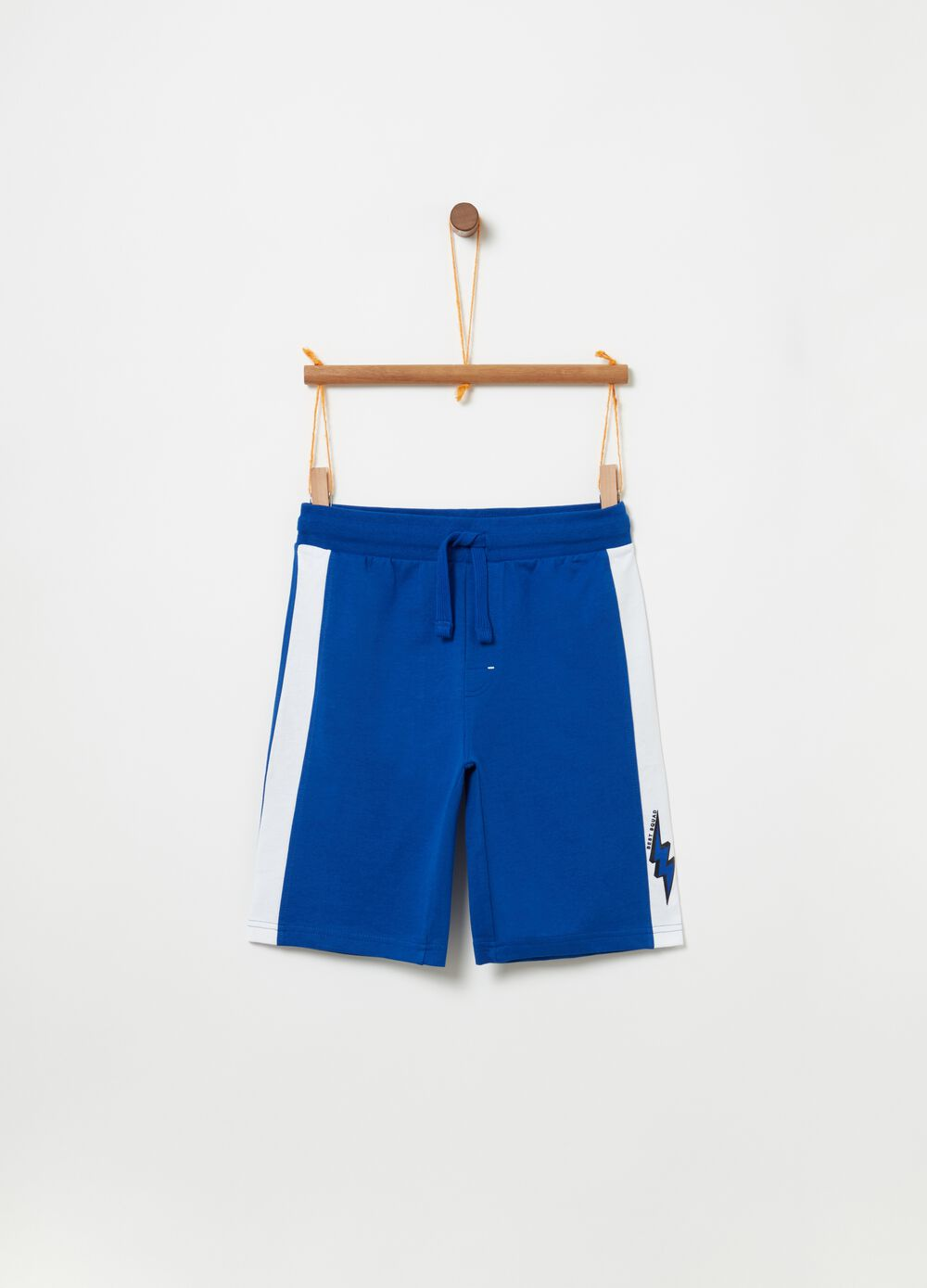 Shorts with contrasting inserts and print