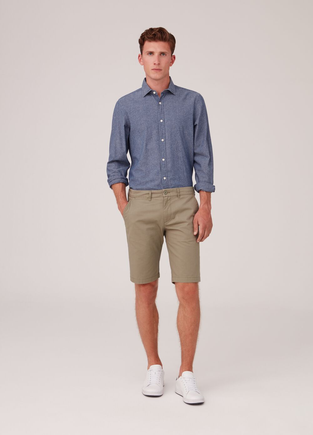 Regular-fit chino shorts in 100% cotton