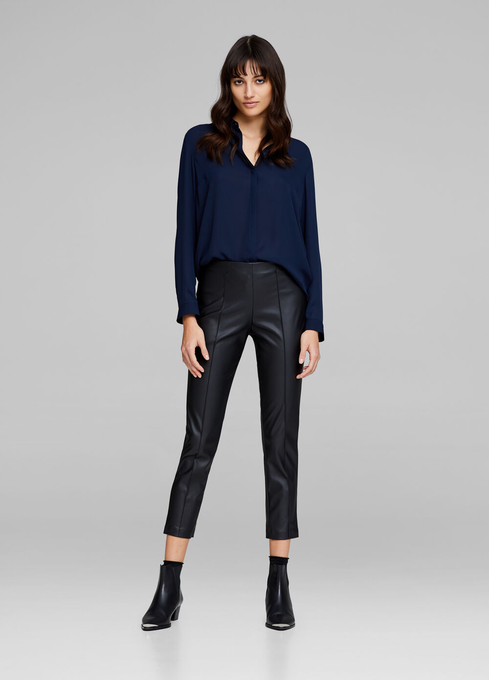 Solid colour leather-look leggings