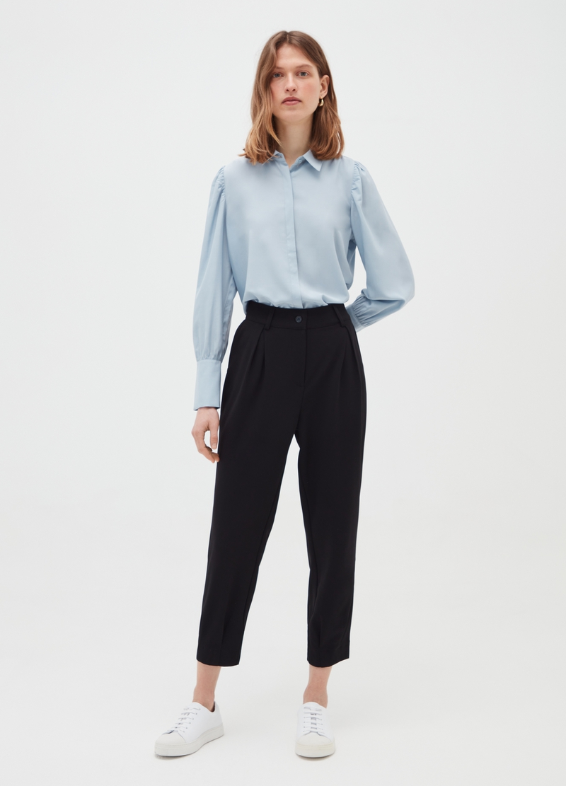 Crêpe trousers with darts image number null