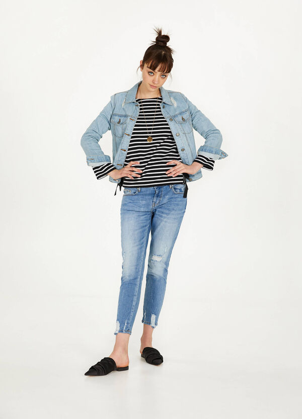 Girlfriend-fit cropped jeans with rips