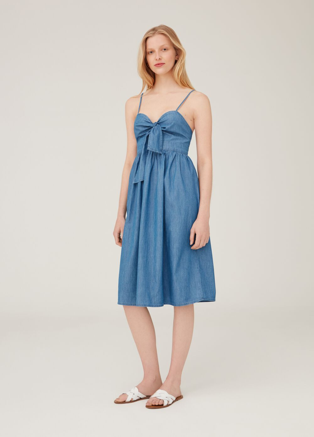 Denim dress with spaghetti straps and knot