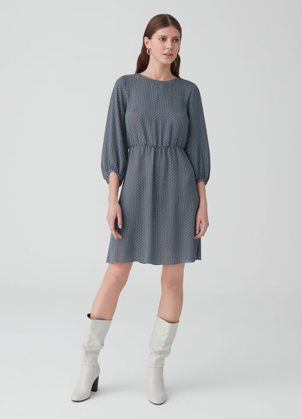 Short dress with three-quarter sleeves