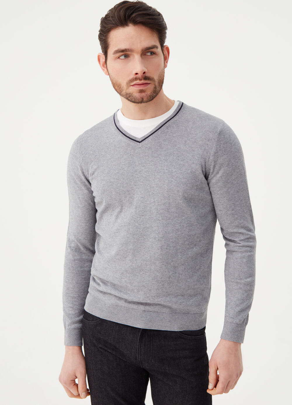 Mélange pullover with V neck