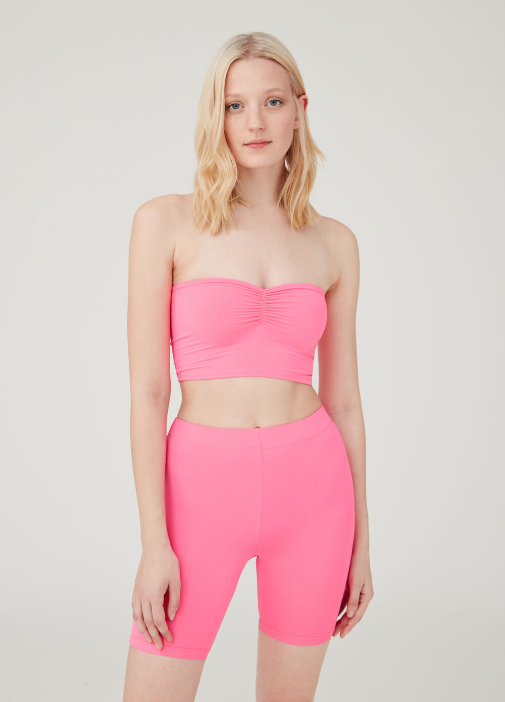 Solid colour stretch crop top