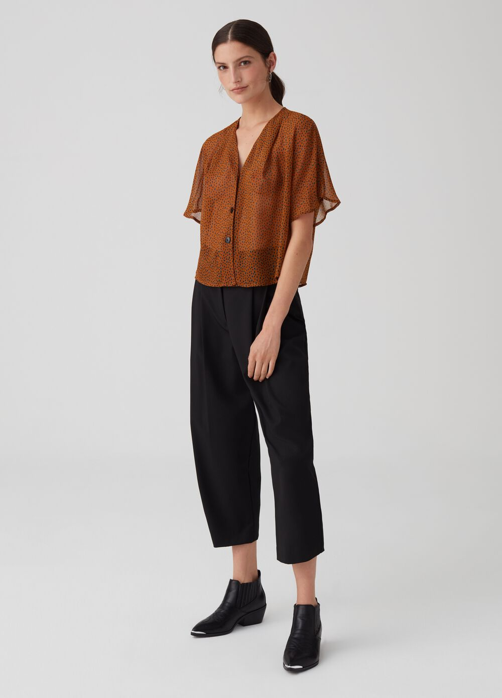 Crop trousers with darts