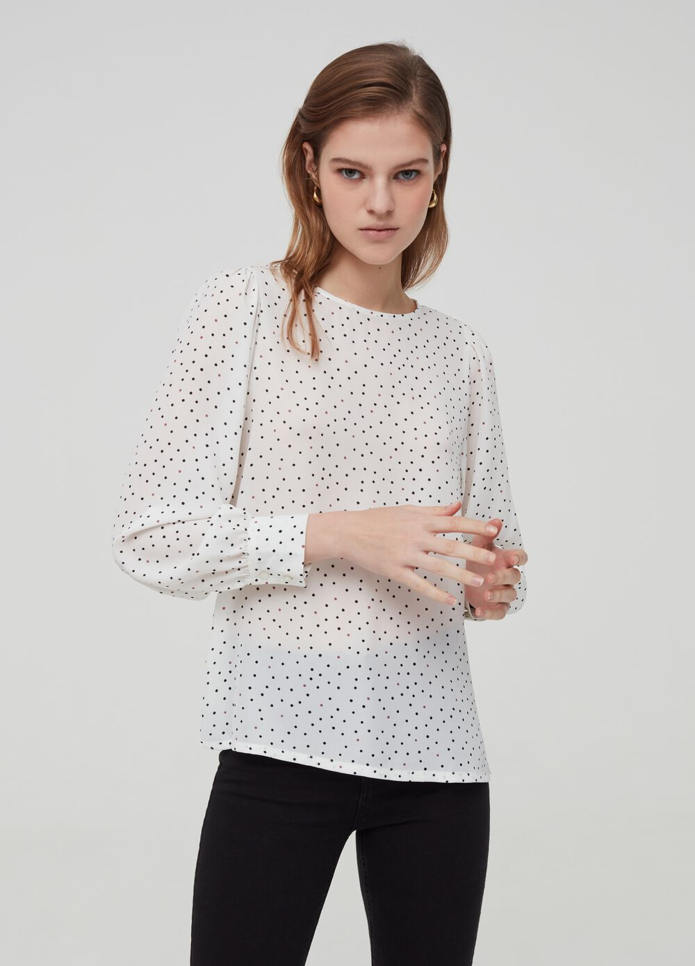 Crew neck blouse with long sleeves