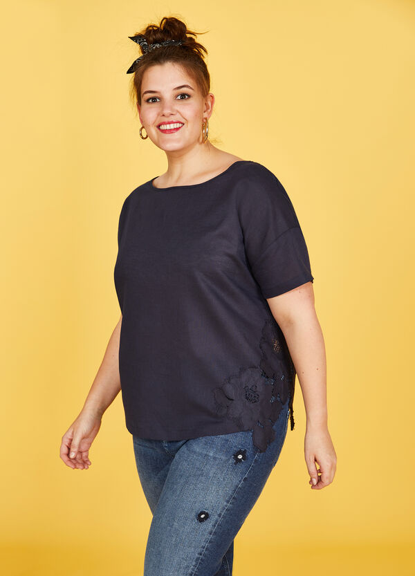 Curvy cotton and linen blouse with embroidery