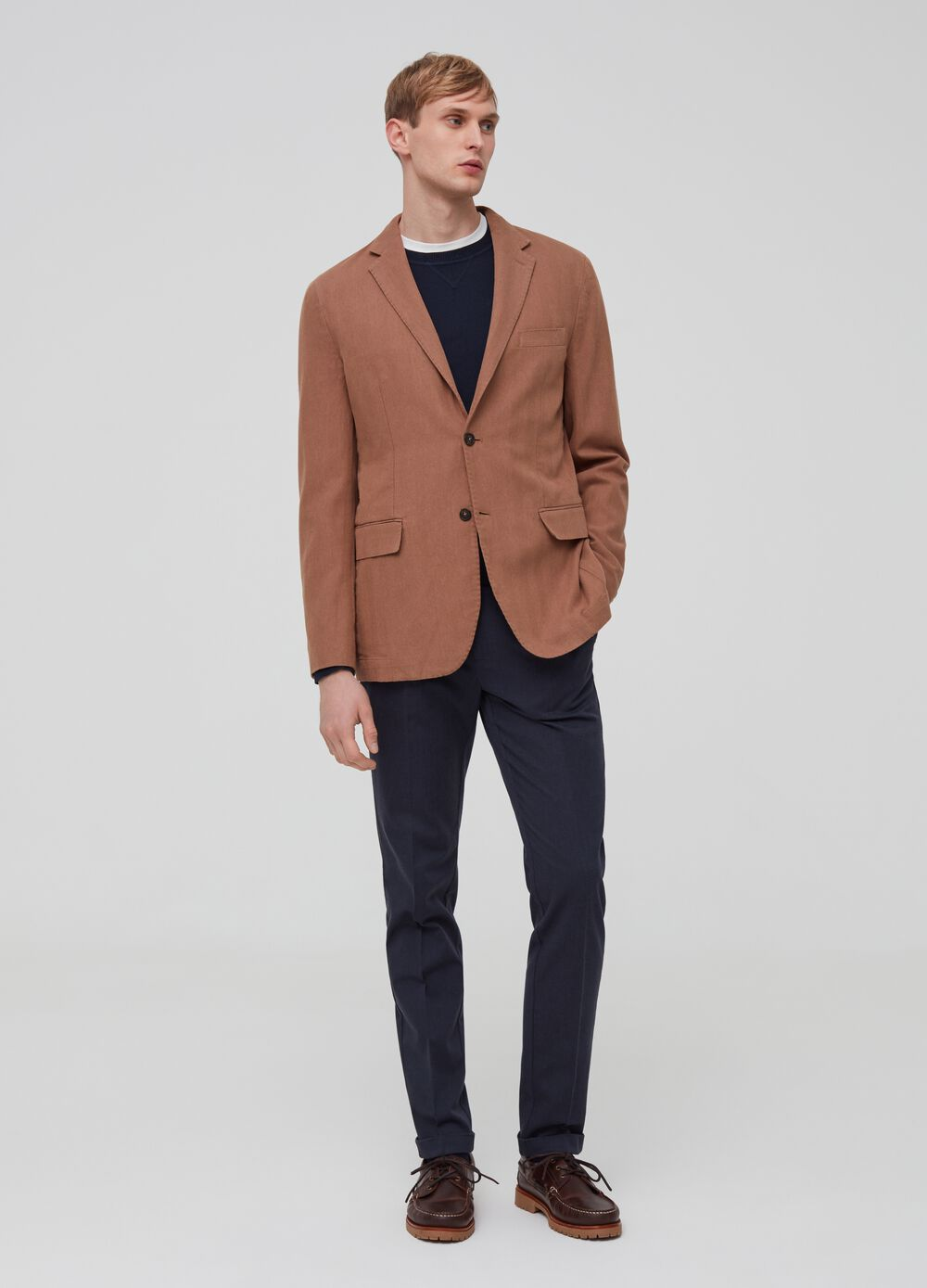 Solid colour trousers with darts