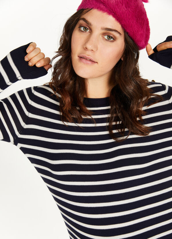 Curvy striped pullover with buttons