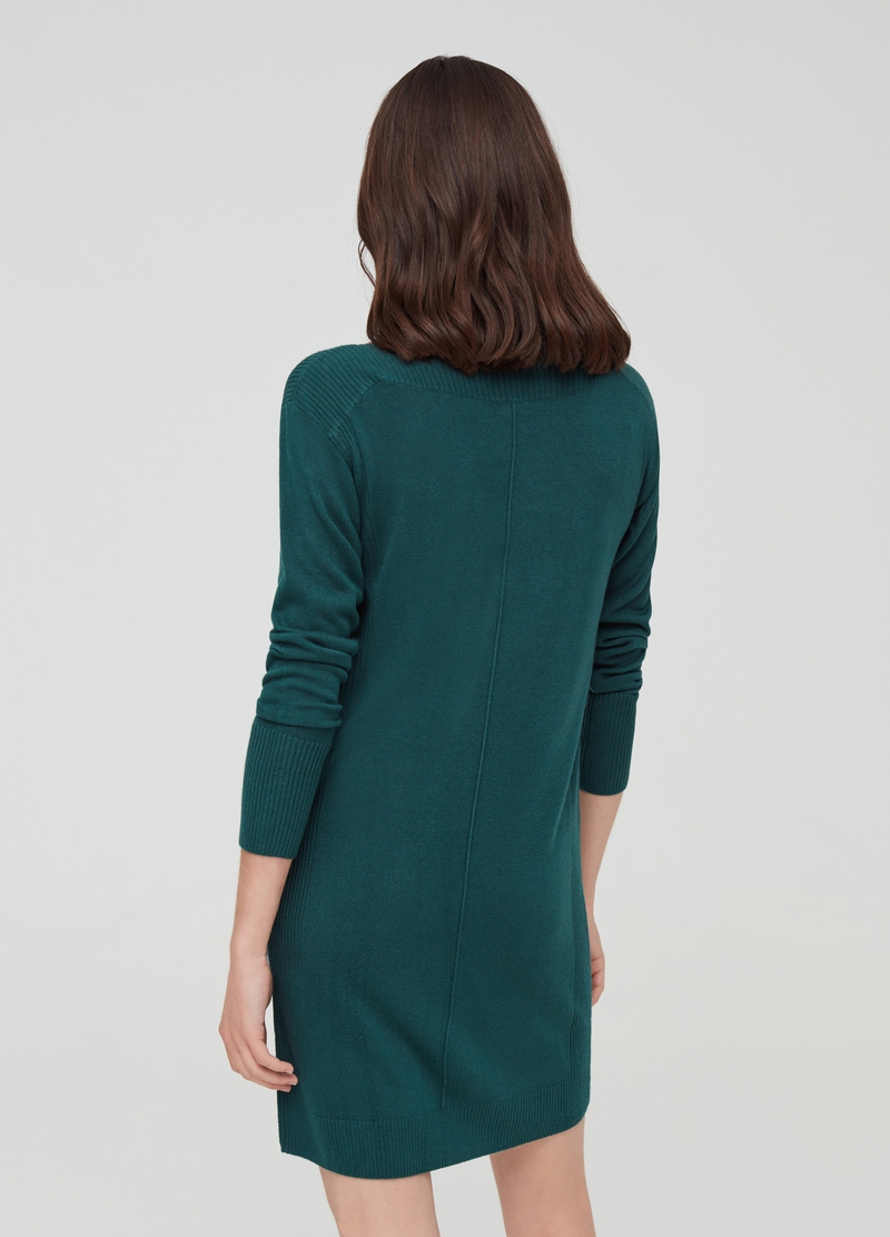 Solid colour dress with drop shoulders image number null