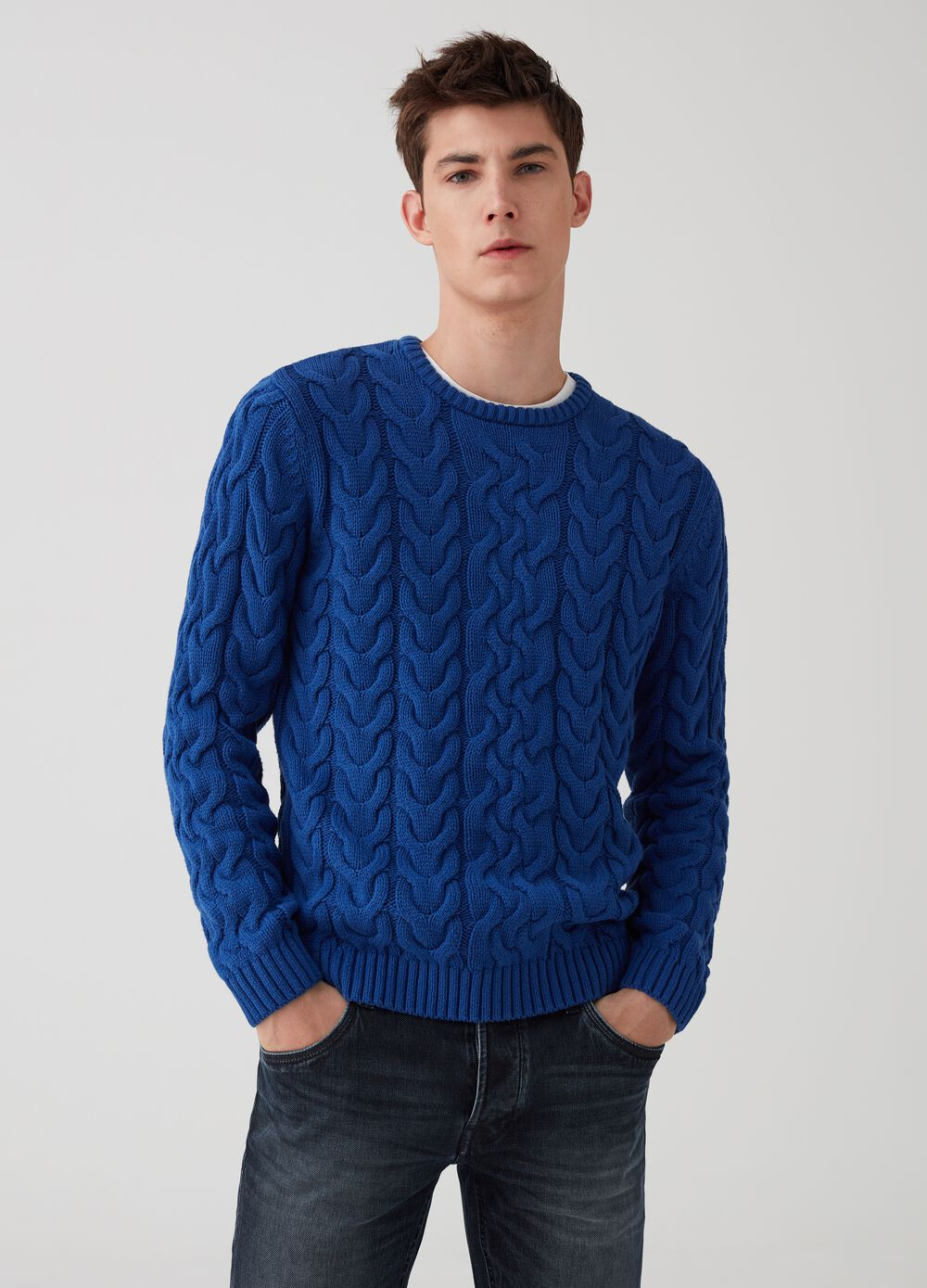 Solid colour cable pullover
