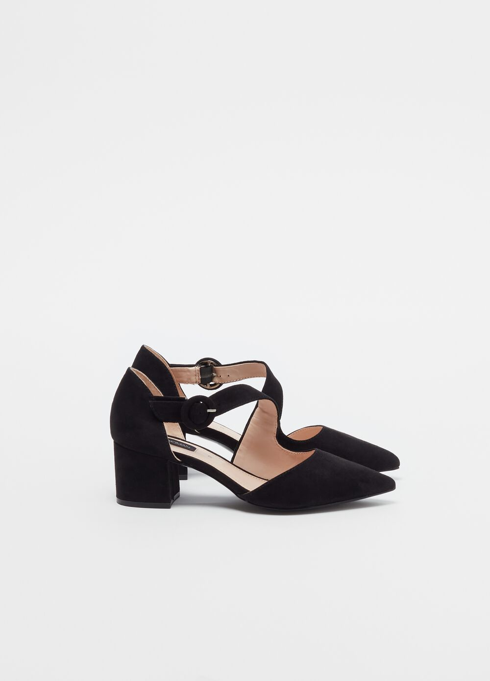Solid colour pointed court shoe