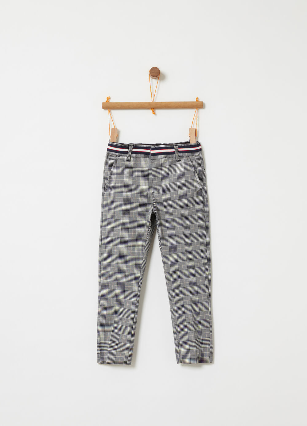 Trousers with check belt insert